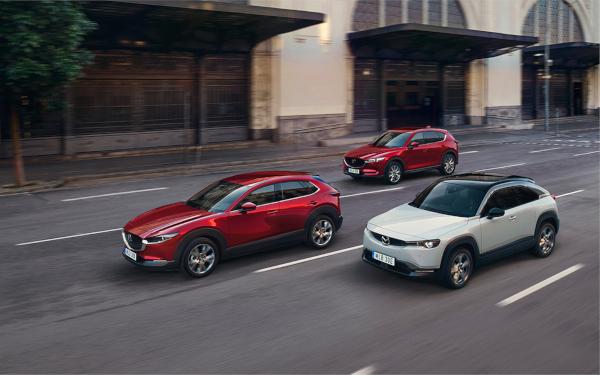 Mazda bilar på vägen